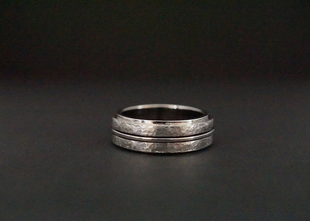 Hammered finish spinner wedding ring