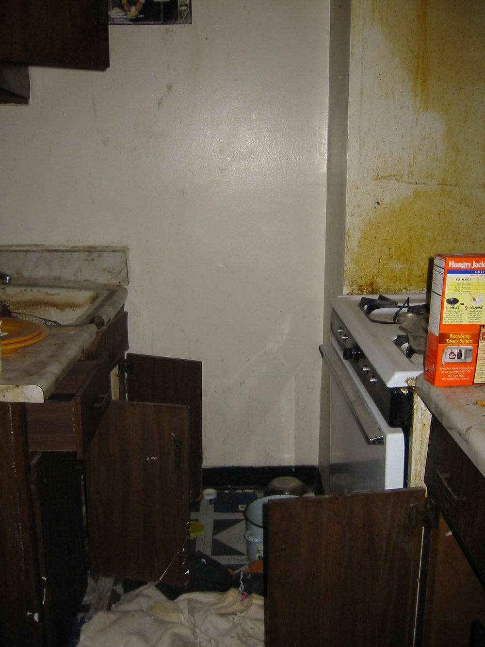 Plaza- Before Kitchen.jpg