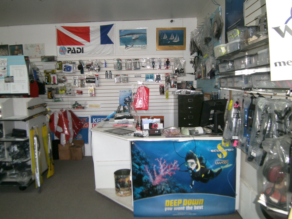 dive shop 014.JPG