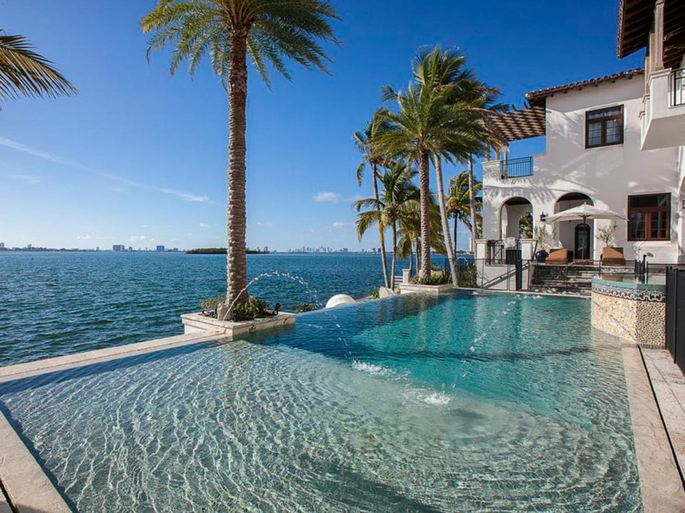 miami-kardashian-house-pool-2.jpg.rend.hgtvcom.1280.960.jpeg