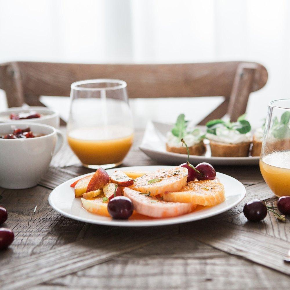 breakfast-1835478_1920.jpg
