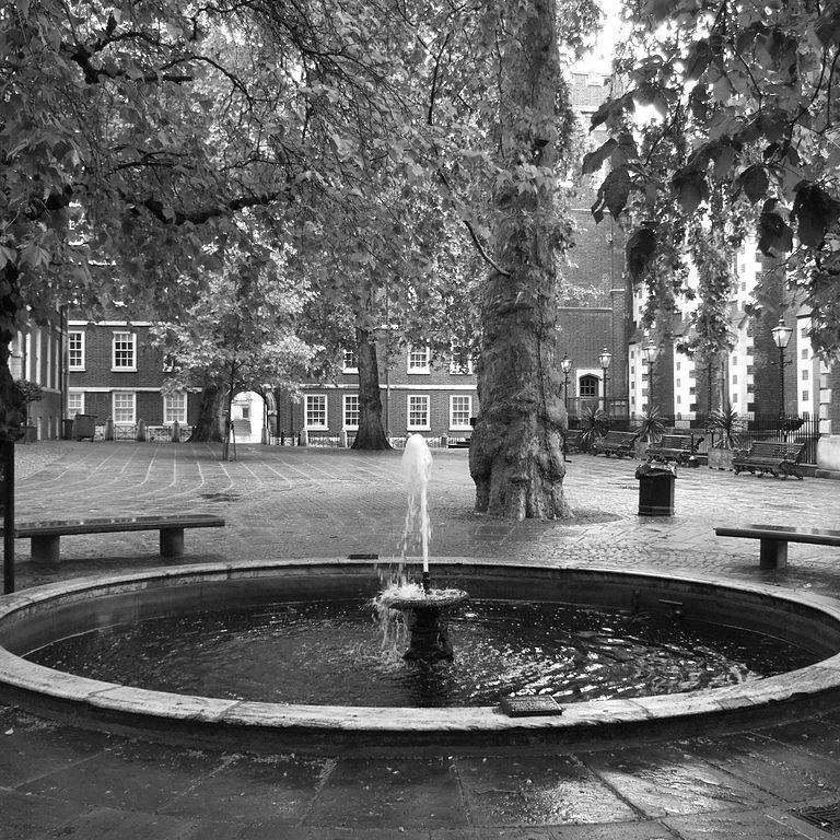 Fountain_Court_London.jpg