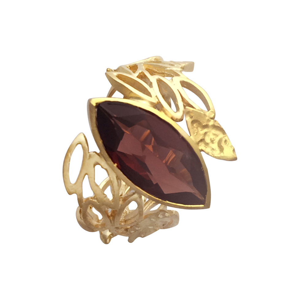 18ct gold ring with garnet