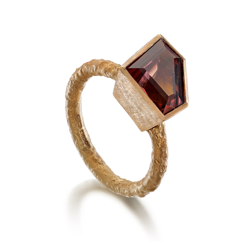 18ct red gold etched ring with tourmaline