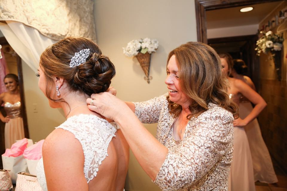 wedding-hairstylist-bride-beauty-bella-sera-event-venue
