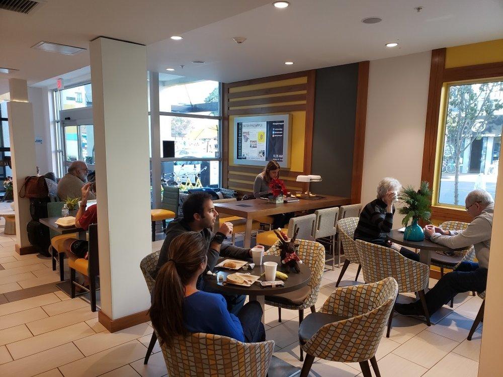 Breakfast at HZ 2.jpg