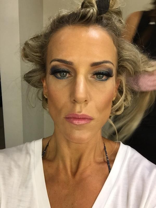 Momento da makeup no dia da competição, lipodistrófica.