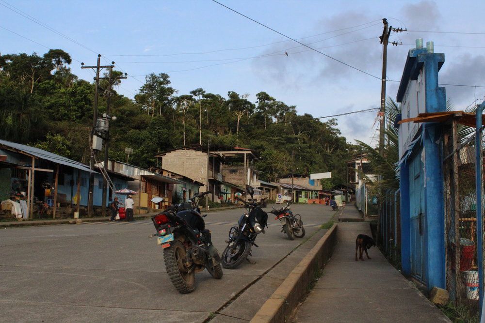 Calle Principal (Main Street),Villa Salvación. Photo credit: Kristi Foster.