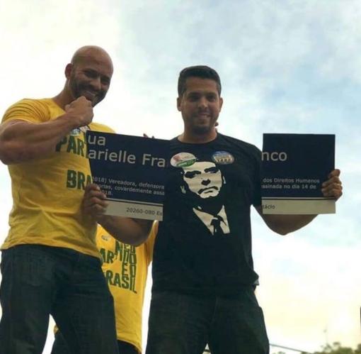 Candidates breaking Marielle Franco's street sign in Rio de Janeiro; from Rodrigo Amorim's Instagram account, reproduced in   Gazeta Online  .