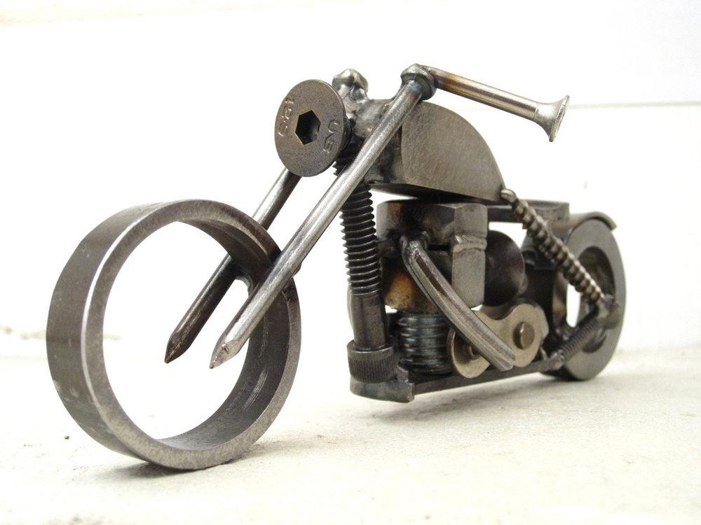 Art Design Brown Dog Welding Moto Mucci