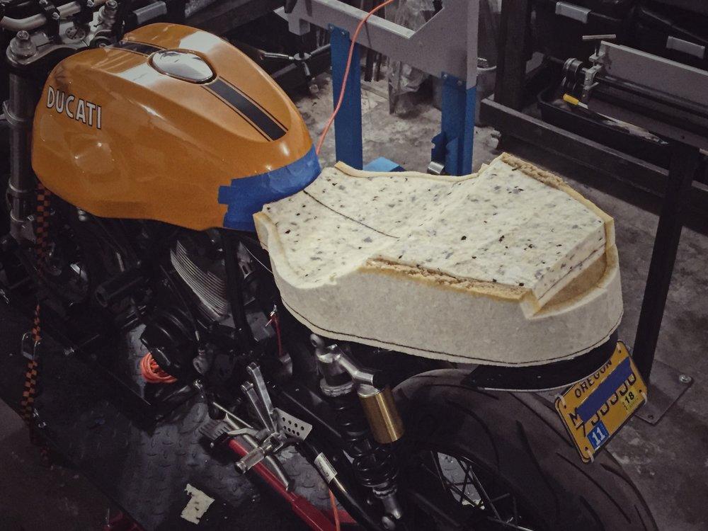 Moto-Mucci_Custom_Ducati_Sport_Classic_Seat (15).JPG