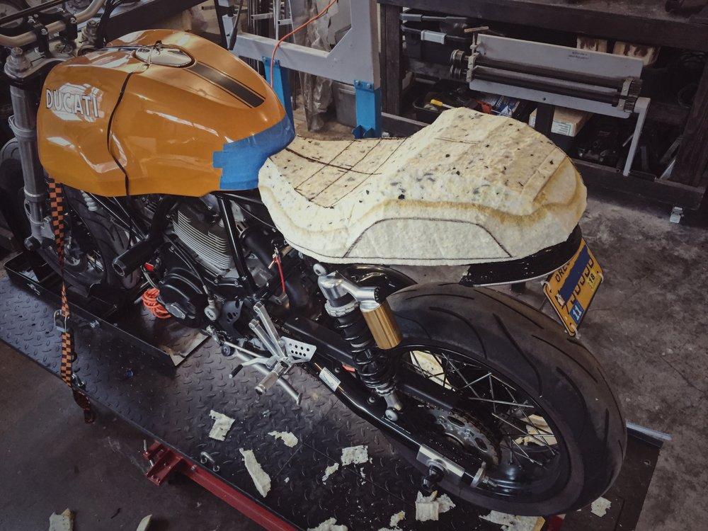 Moto-Mucci_Custom_Ducati_Sport_Classic_Seat (17).JPG