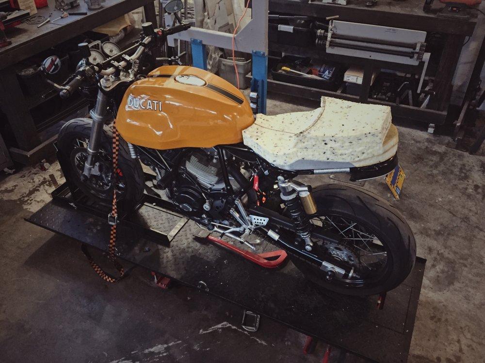 Moto-Mucci_Custom_Ducati_Sport_Classic_Seat (29).JPG