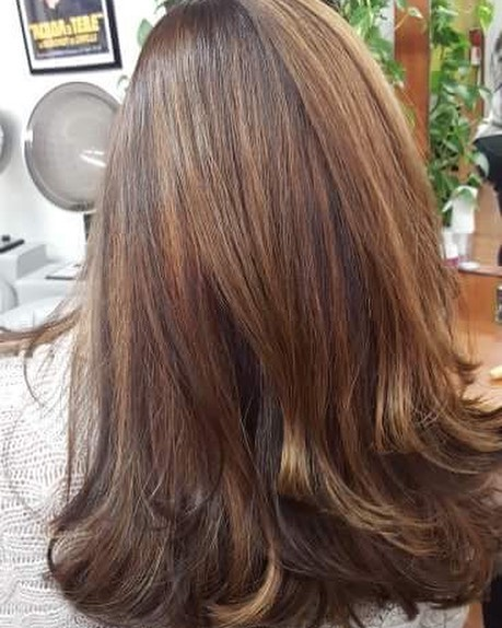 Chocolate and peanut butter balayage! Done by the talented @laurenmartinez1029! Come get your look ready for the new year! 💇‍♀️🤗 Book your appointment today 508-429-2287