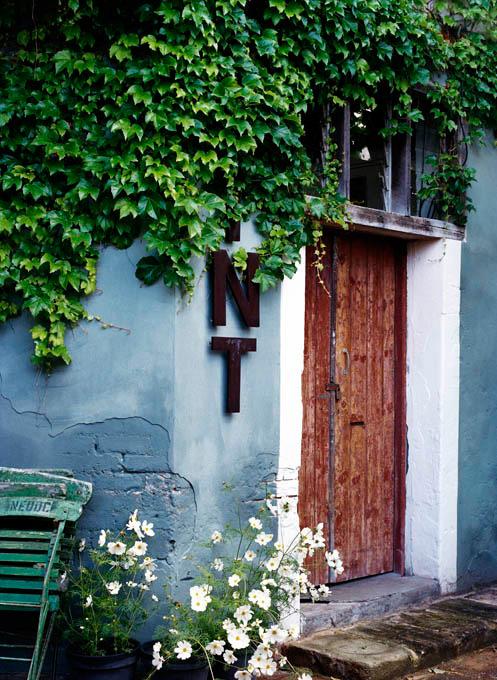 bauwerk-colour-lime-wash-paint-outside-01.jpg