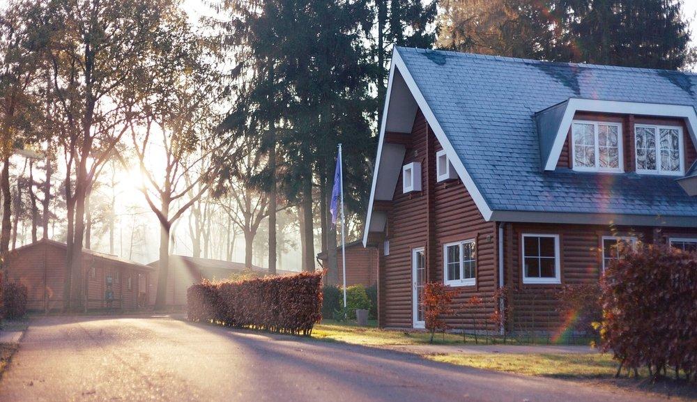 houses-1150022_1280.jpg