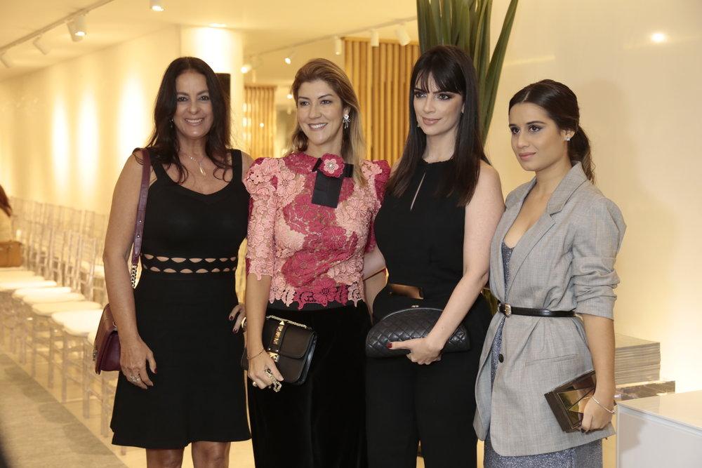 Renata Dias, Marynne Wanderley, Eliane Pinto e Amanda Zupardo sairam de João Pessoa para conferir o lançamento.JPG