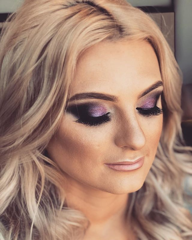 Don't know about you, but I love a pop of purple!! #purple #smokeyeye #boldeyes #popeyes #hudabeauty #glamcurls #glamour #glammakeup #mobileservices #makeupartist #hairstylist #hairstyling #hairdresser