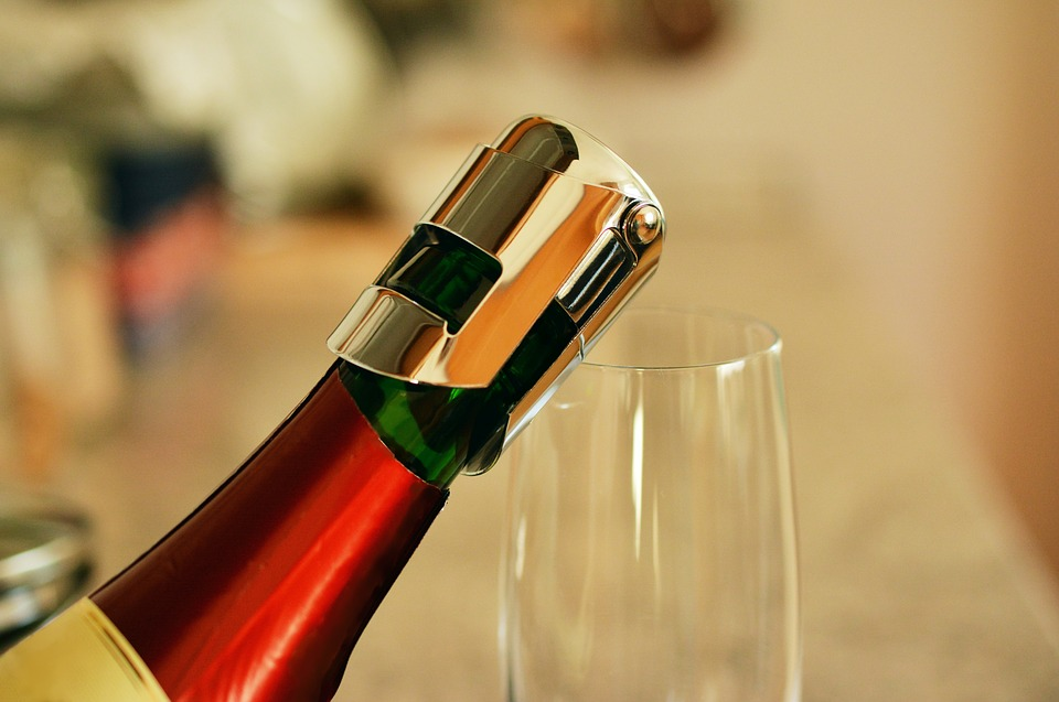 Bottleneck-Closure-Bottle-Of-Sparkling-Wine-1938491.jpg