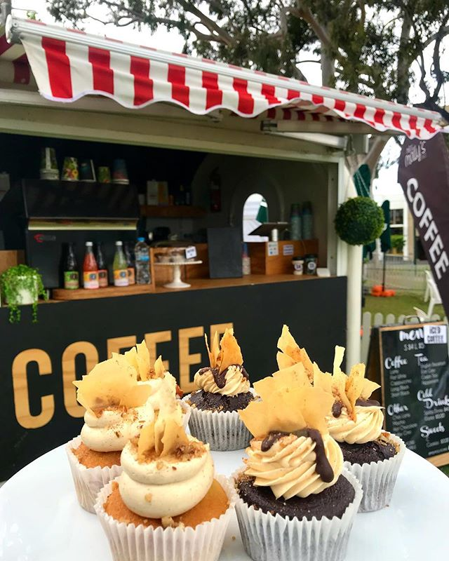 TODAYS SPECIALS Baklava Cupcakes chocolate or vanilla 🇬🇷 @ Oakleigh Glendi Festival #missmollyscakes #melbournecupcakes #oakleigh #baklavacupcakes