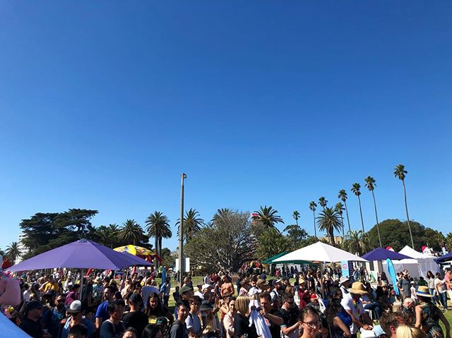What a day for St Kilda Festival! Couldn't ask for a better day, not a cloud in the sky! ☀️ . . . . . . #cupcakes #cupcake #cake #cakes #cakepop #stkildabeach #melbourne #foodie #palmtrees #cute #love #melbournecity #melbourneevents #melbournemarkets #melbournefoodtrucks #foodtrucks #foodgasm #rmarkets #albertparklake #tastefestival #cute #stkilda #tasteofmelbourne #melbournefoodie #sweets #stkildafestival #yum  #coffee