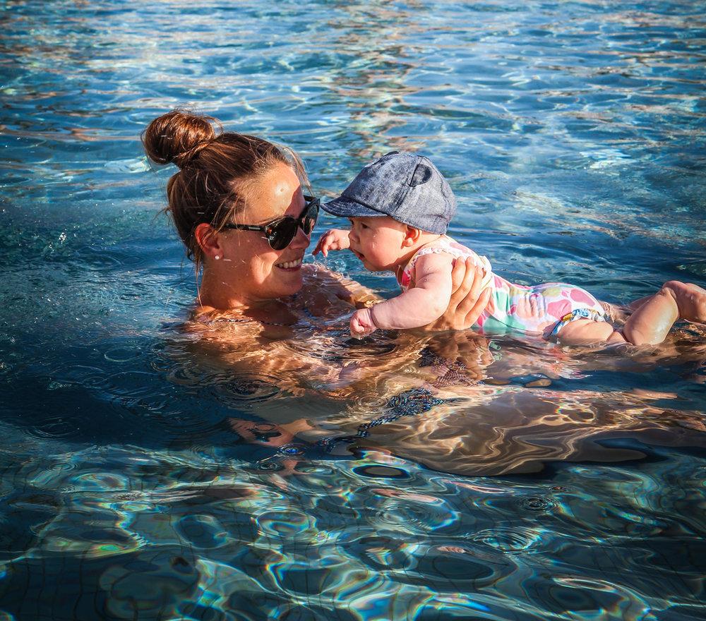 Hyatt Taghazout Bay - Reizen met kinderen - baby swim.jpg