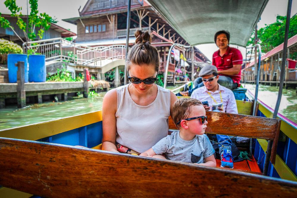 Reizen kinderen Thailand Bangkok floating market.jpg