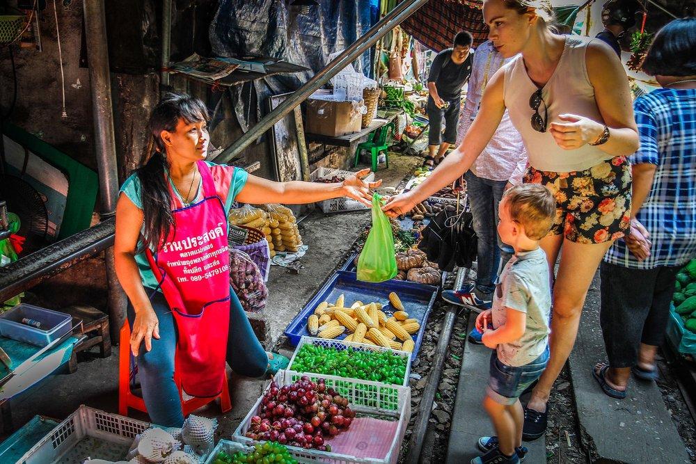 Bangkok - Maeklong railway  - Reizen met kinderen - withkidsontheroad-4.jpg