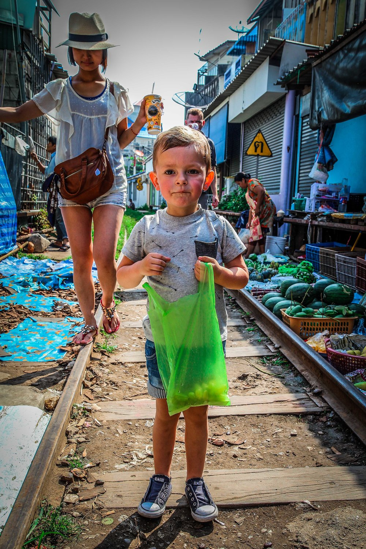 Maeklong Railway Market - Met kinderen - Bangkok