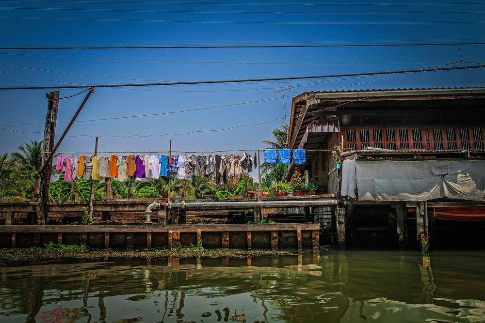 Bangkok met kinderen - Drijvende markt - Damnoen Saduak - wonningen