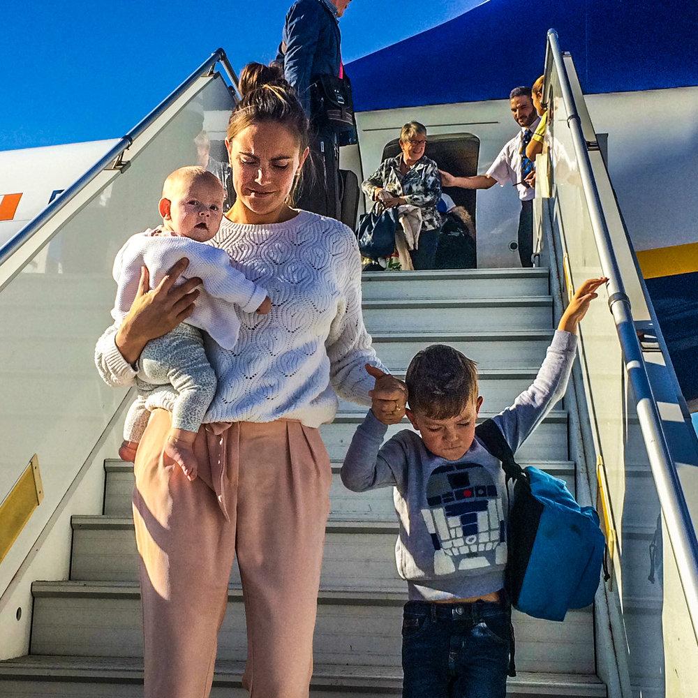 Vliegtuig reizen met kinderen baby ryanair.jpg