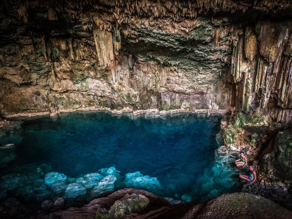 Zwemen in grotten met kinderen