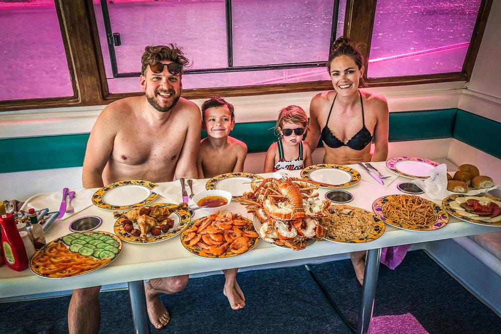 Eten_in_boot_Cuba_varadero_Reizen_met_kinderen.jpg