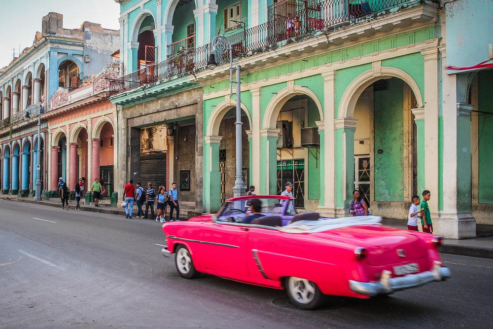 Roze auto havana