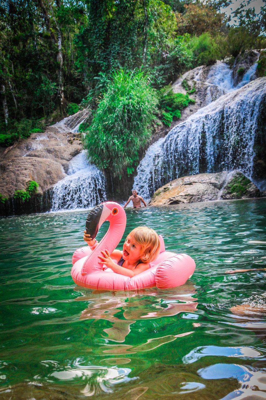 zwemmen bij watervallen cuba - 2 jarige