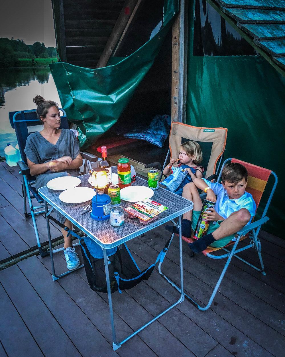 eten op kampeervlot