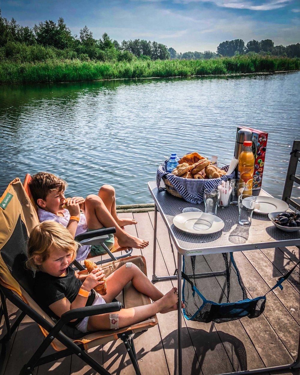 ontbijt op kampeervlot