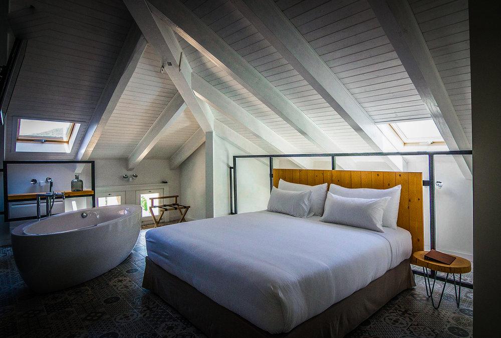 Arrey Alella - hotelroom.JPG