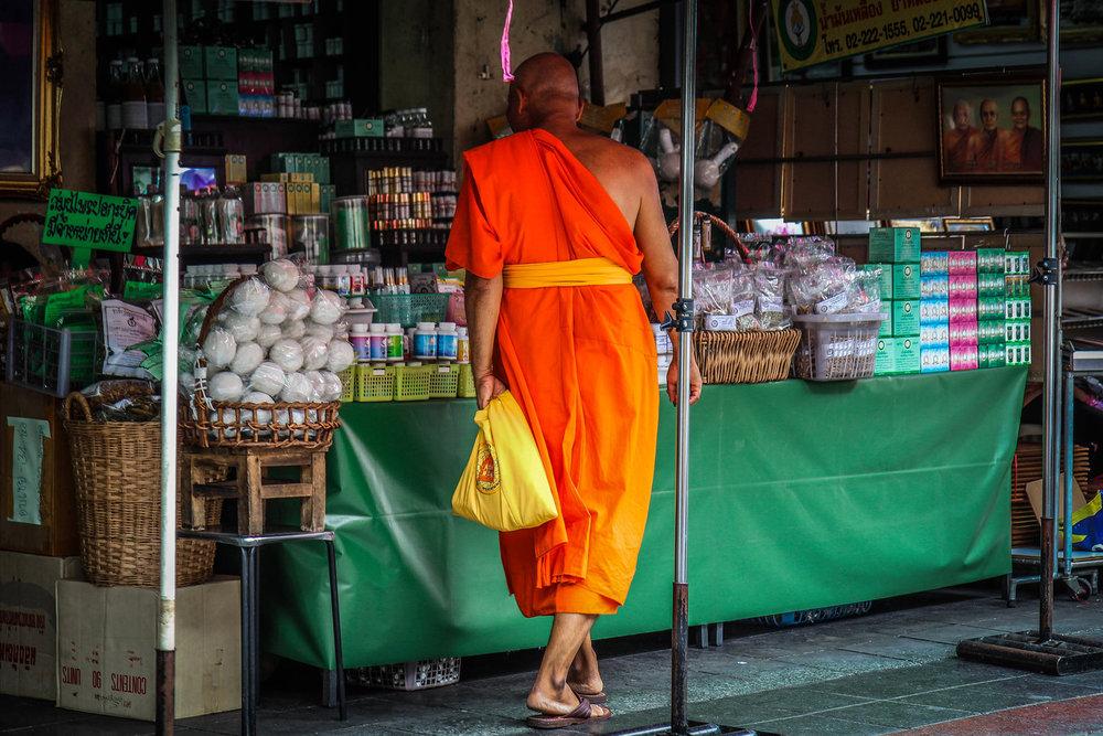 Liggende Boedha - Bangkok met kinderen - monnik