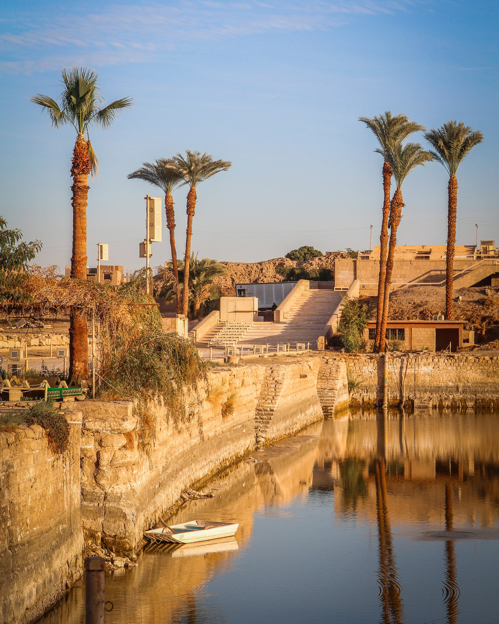 withkidsontheroad_desert__Luxor-4w.jpg