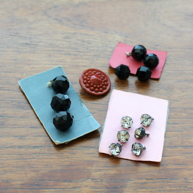 vintage button finds from London - paperiaarre.com