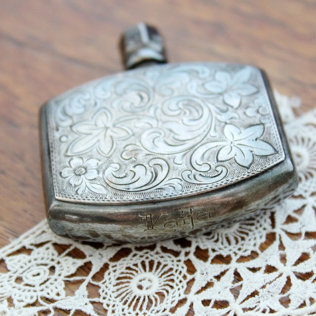 engraved antique perfume bottle with my name on it - paperiaarre.com