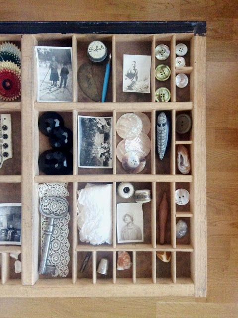 letterpress tray turned into a coffee table full of vintage treasures - paperiaarre.com
