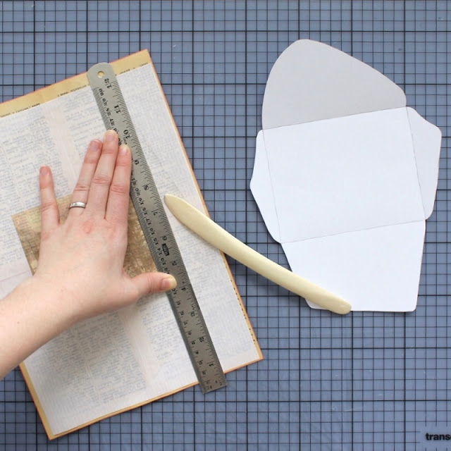 diy: mixed paper envelopes - scoring fold lines using a ruler and a bone folder / paperiaarre.com