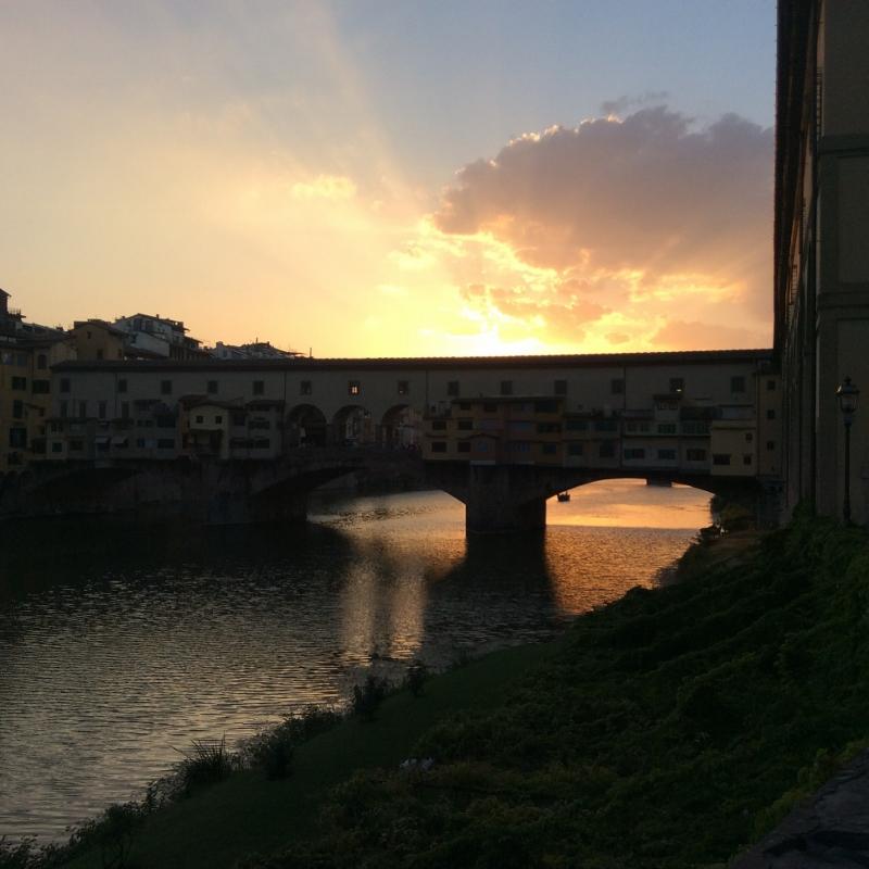 Sunset at Ponte Vecchio, Florence - paperiaarre.com