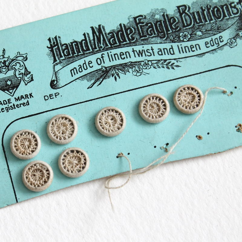 vintage buttons, snaps and hooks - accumulator seriali - part 24 / paperiaarre.com