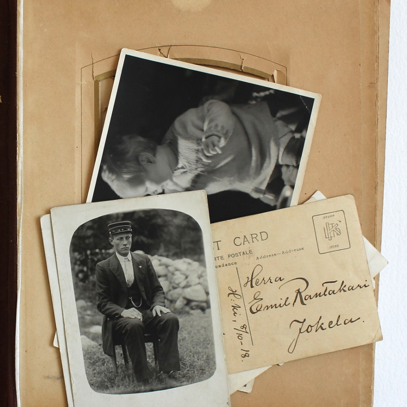 antique family photo album / paperiaarre.com