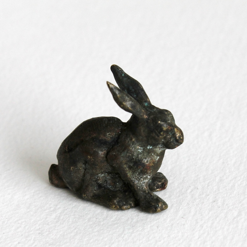 a brass bunny found in Florence, Italy / paperiaarre.com