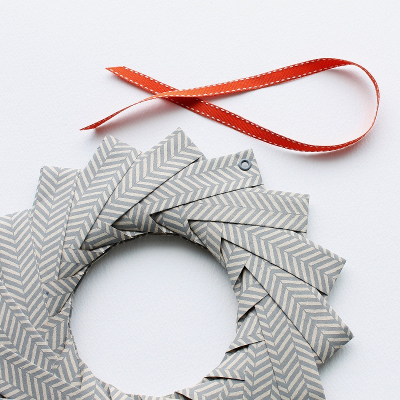 Easy Origami Paper Star Wreath - Red Ted Art - Make crafting with ... | 800x800