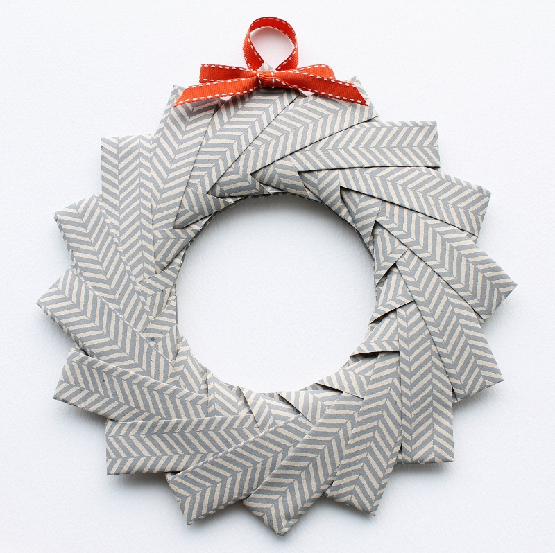DIY: origami wreath tutorial - www.paperiaarre.com